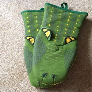 Alligator kitchen oven mitts new pot holder